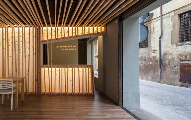 10-Interior-de-la-terraza-del-restaurante-La-Brasera_20151125070606