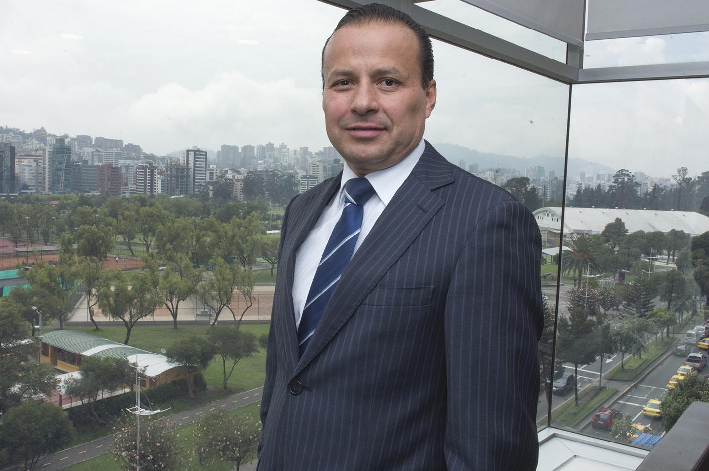 Alejandro Pazmiño, Gerente General BIESS