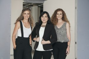 Mishel Grun, Natalie Grun y Cindy Dávila - Revista CLAVE!
