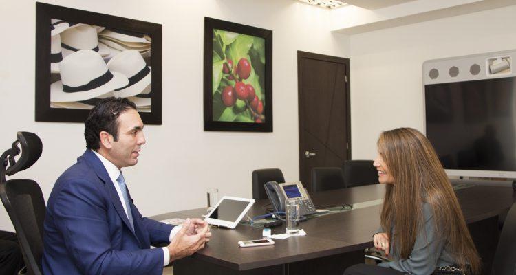 Ministro Pablo Campana - Revista CLAVE!