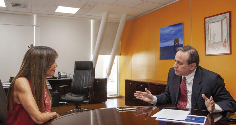 Simon Cueva Ministro de Finanzas - Revista CLAVE Bienes Raíces